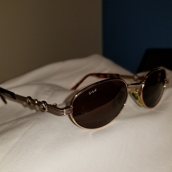 e7aa8401cc2 Giorgio Armani Accessories - Vintage Giorgio Armani Sunglasses